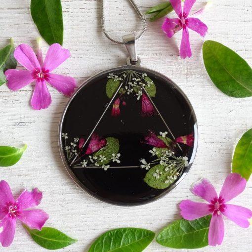 Virágos háromszög nyaklánc